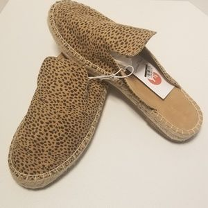 Universal Thread Shoes - Cute and Stylish Slides